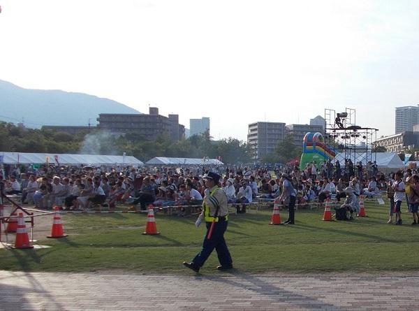 舞台に向かって観客(2)